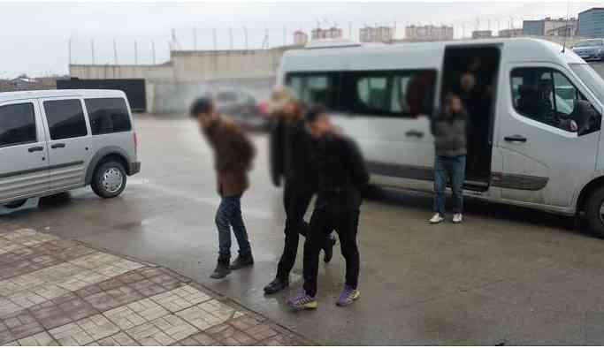 Gözaltına alınan gençler avukatlarıyla görüştürülmüyor