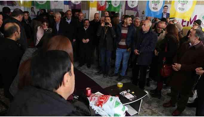 Hakkari'de ilk seçim bürosu Esendere'de açıldı
