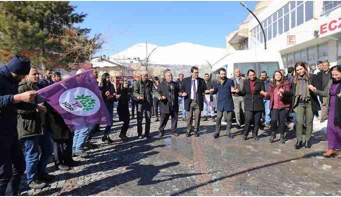 HDP Van'da ilk seçim bürosunu açtı: Biz kazanacağız