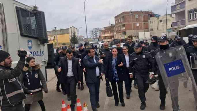 HDP'li vekiller polis engeline rağmen yürüyor