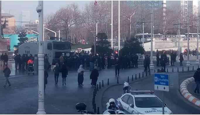 HDP'nin yürüyüşü öncesi Taksim'de polis ablukası