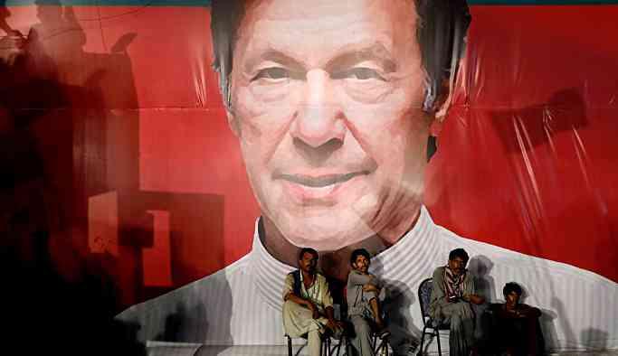 İmran Han: Pakistan'a yatırım yapmanın tam zamanı