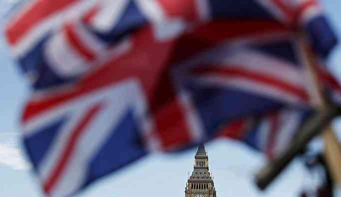 İngiltere'de ana muhalefet partisinden 7 istifa