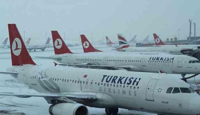 İstanbul'da uçuşlara kar engeli