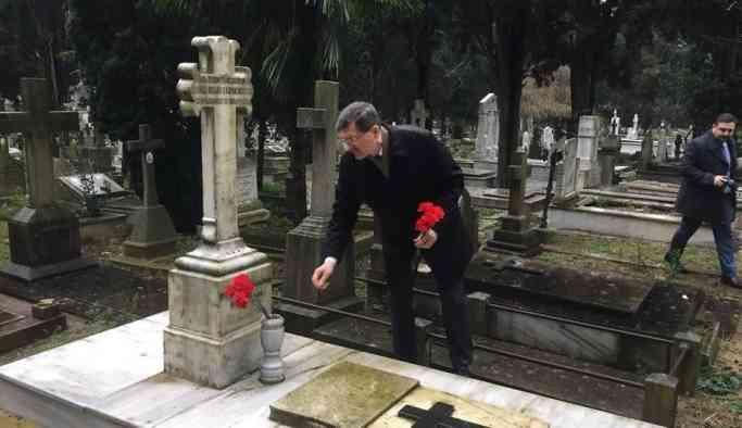 İstanbul Başkonsolosluğu çalışanları Türkiye'de ölen Rus diplomatları andı