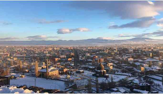 Kars'ta rüzgar HDP'den yana