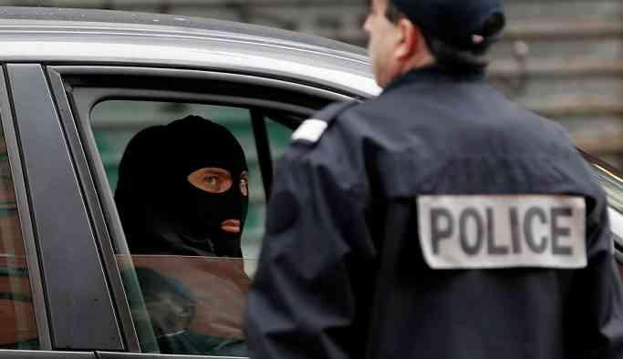 Marsilya'da 4 kişiyi bıçaklayan saldırganı polis vurdu