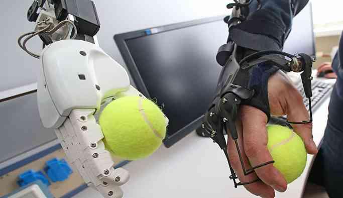 Rus robot FEDOR yabancı benzerlerinden daha üstün