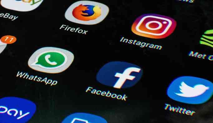 Türkiye'de  her 10 kişiden 8'i günde 4 saat sosyal medyada geçiriliyor