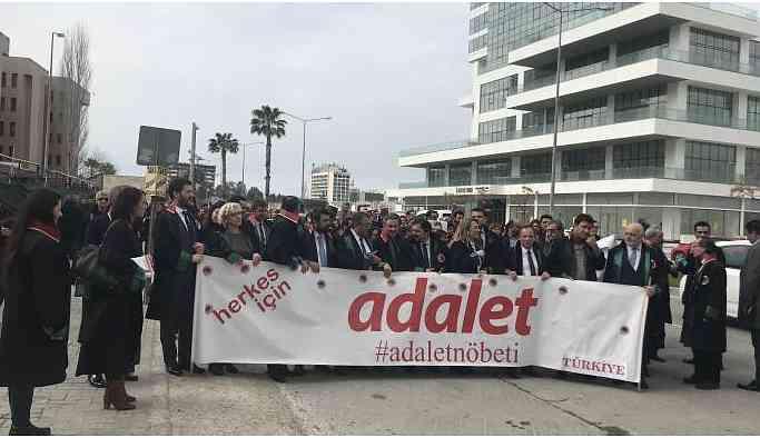 Adalet Nöbeti İzmir'de sürüyor