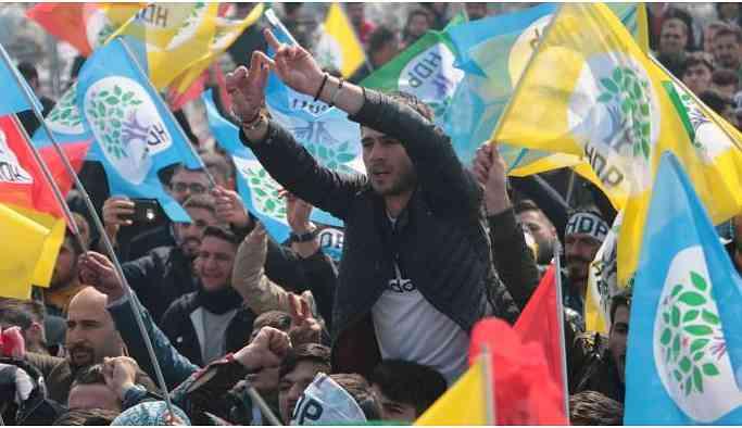 Ağrı Newrozu'nda bir araya gelen on binler tecridi protesto etti