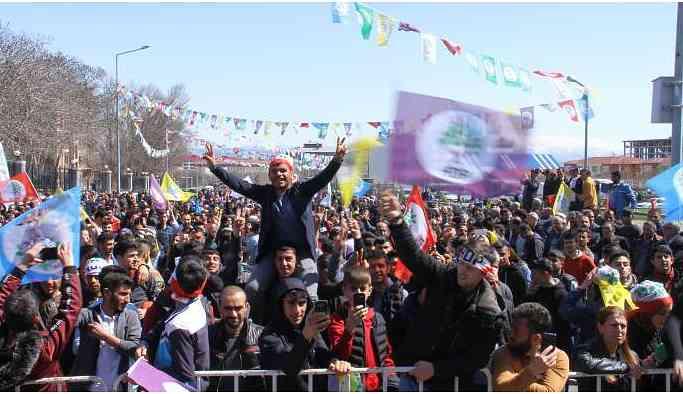 Bingöl ve Karakoçan'da binler Newrozu kutladı