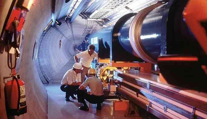 CERN 'Kadın fizikçiler erkekler kadar iyi değil' diyen profesörün işine son verdi