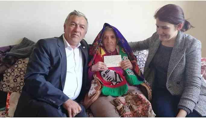 Demirtaş Malatyalı 'annesine' kart gönderdi