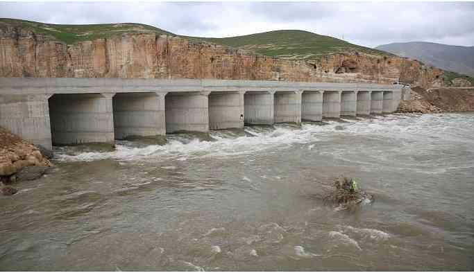 Hasankeyf'te 'taşıma köprüsü' balık neslini tehdit ediyor