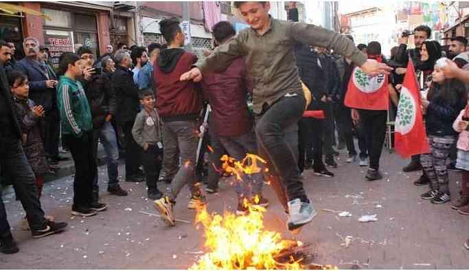 HDP'nin seçim çalışmalarında Newroz ateşleri yakıldı