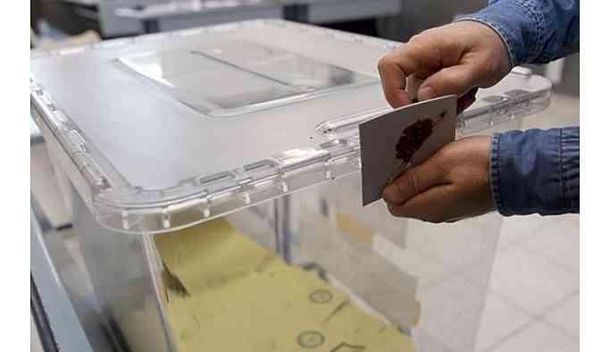 Seçim günü AKP'den tepki çeken ilk adım: Yüzlerce seçmen bekliyor