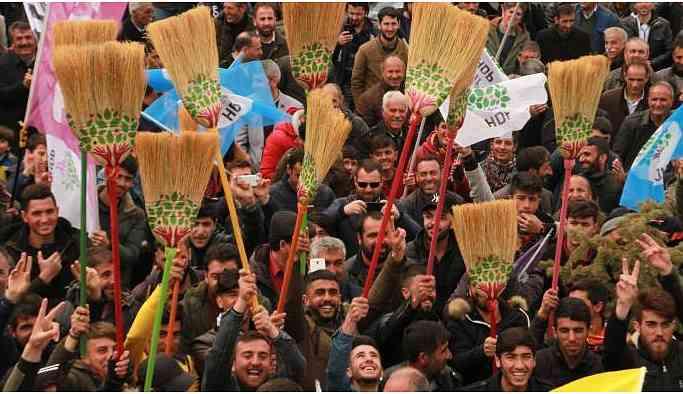 Temelli 'süpüreceğiz' dedi, AKP'nin seçmenleri dikkatle izledi