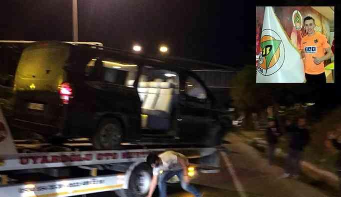 Alanyasporlu futbolcuları taşıyan araç devrildi: 1 ölü
