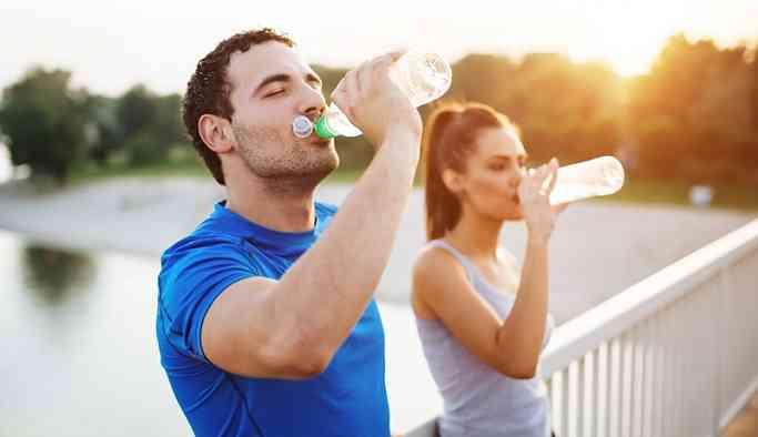 Günde ne kadar su içeceğimize nasıl karar vermeliyiz?