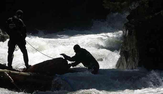 AA muhabirini ararken suya kapılan iki asker yaşamını yitirdi