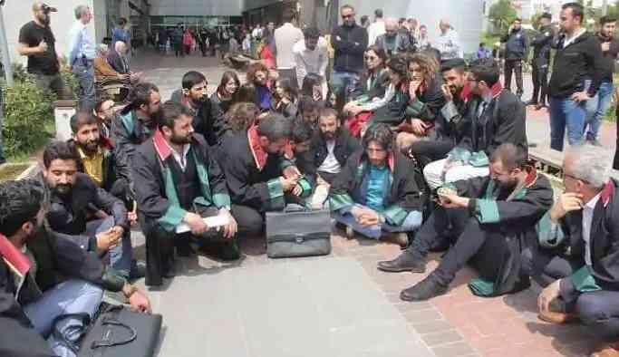 Açlık grevine dikkat çeken 13 avukata soruşturma