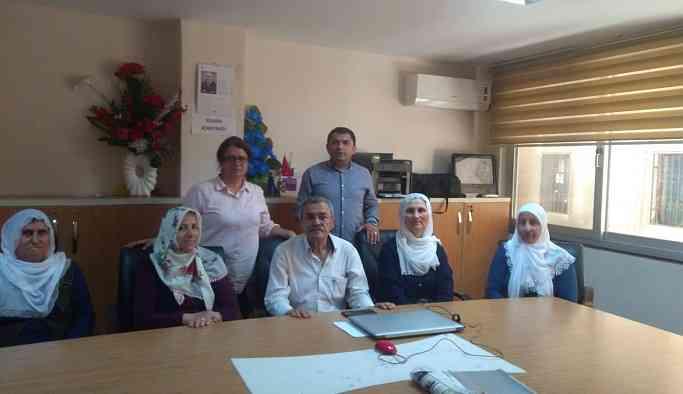 Adana'da tutuklu ailelerinden CHP'ye ziyaret