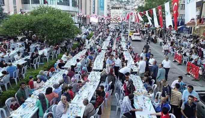 AKP'li belediye, iftar yemeğine 1 milyon, mehter takıma 163 bin lira harcamış