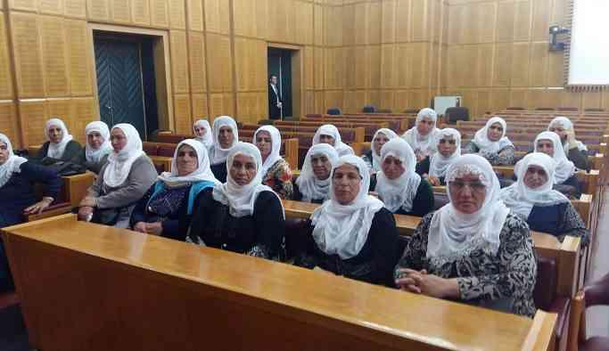 Anneler, Adalet Bakanıyla görüşmek için Meclis'te oturma eylemi başlattı