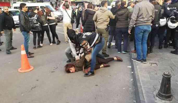 Annelere yönelik polis şiddetini kınayan KESK üyeleri yerlerde sürüklendi