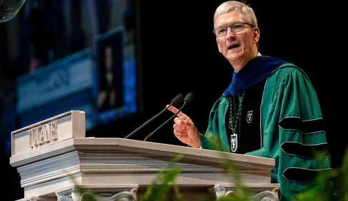 Apple CEO'sundan gençlere 'devrimci davranış' çağrısı