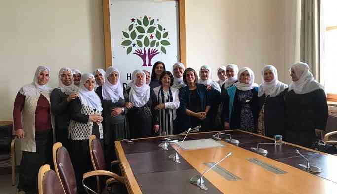 Barış anneleri eylemlerini Meclis'ten HDP' ye taşıdı