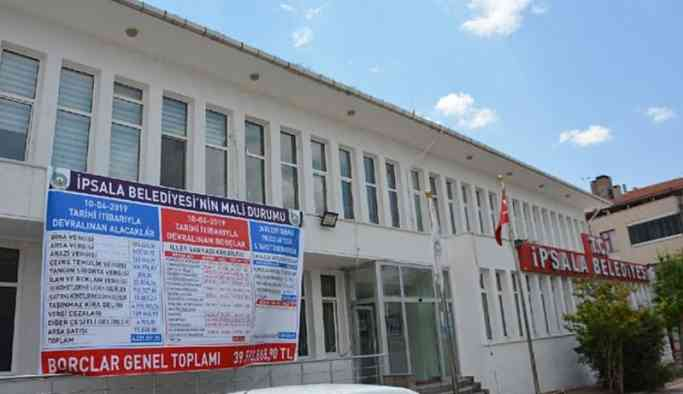 Belediyeyi AKP'den devralan başkandan borç isyanı: Tabelaya sığmadı