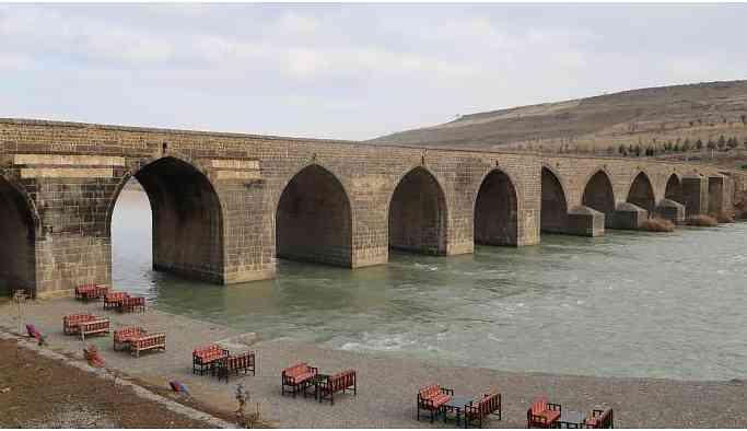 Diyarbakır'da bir kadın cenazesi bulundu