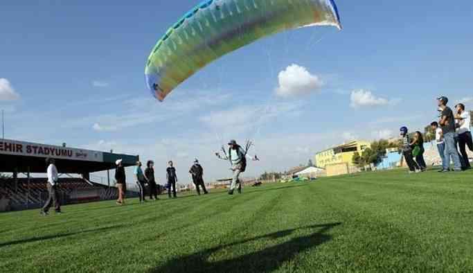 Kayyımın atadığı müdür belediyenin paraşütlerini kendisiyle götürdü