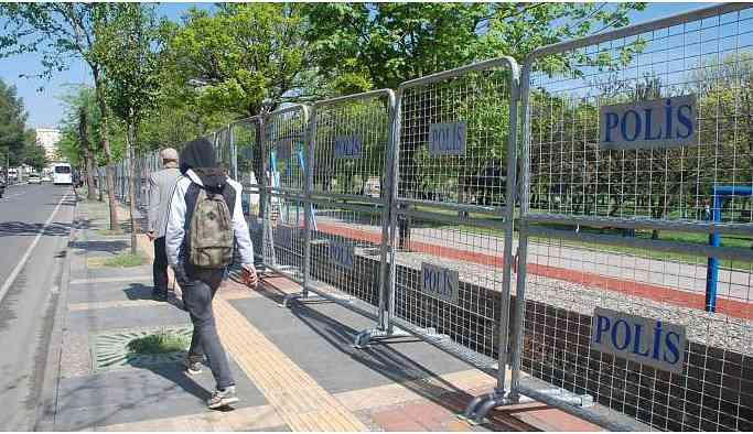 Koşuyolu Parkı TOMA, çevik kuvvet ve bariyerlerle kuşatıldı