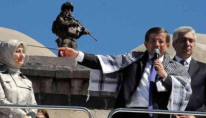 'O operasyonların kararını ben verdim' diyen Davutoğlu Diyarbakır'a geliyor