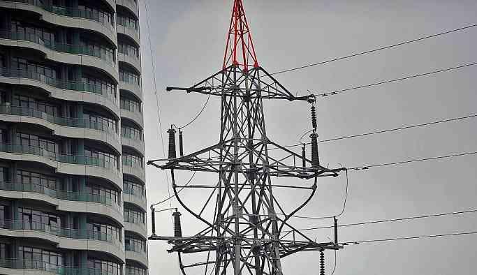 Reuters: Türkiye enerji sektörünün 13 milyar dolarlık ödenemeyen borçlarını kurtarmaları için bankalara baskı yapıyor
