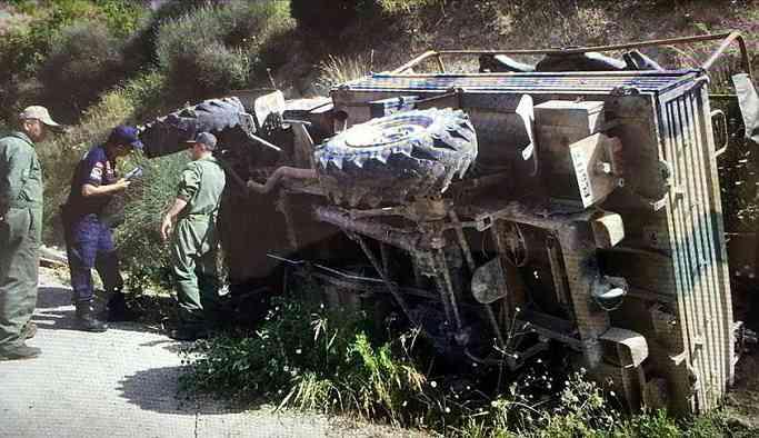 Askeri araç kaza yaptı: 19 yaralı