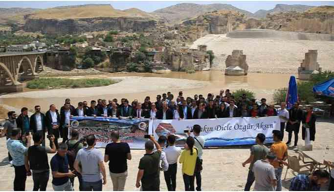 18 baro başkanı Hasankeyf 'te: Barajdan vazgeçin