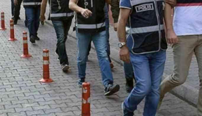 Adana'da ev baskınında 8 kişi gözaltına alındı