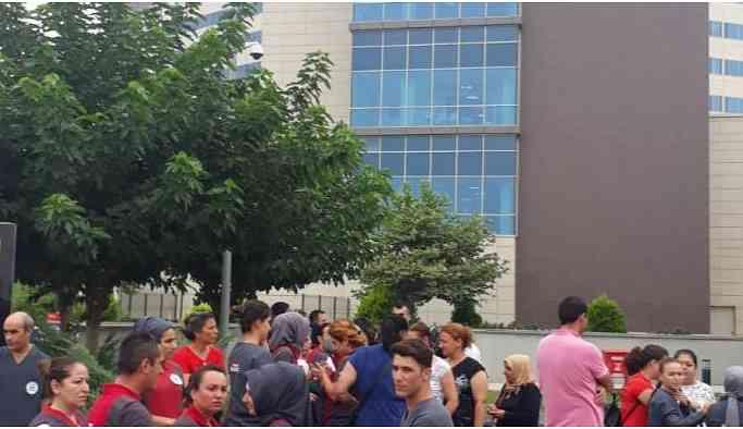 Mersin Şehir Hastanesi'nde maaşlarını alamayan işçiler iş bıraktı