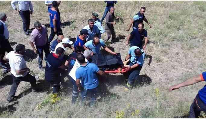 Traktör devrildi: 1 kişi yaşamını yitirdi