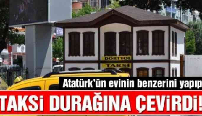 Atatürk'ün evinin benzerini yapıp taksi durağına çevirdi