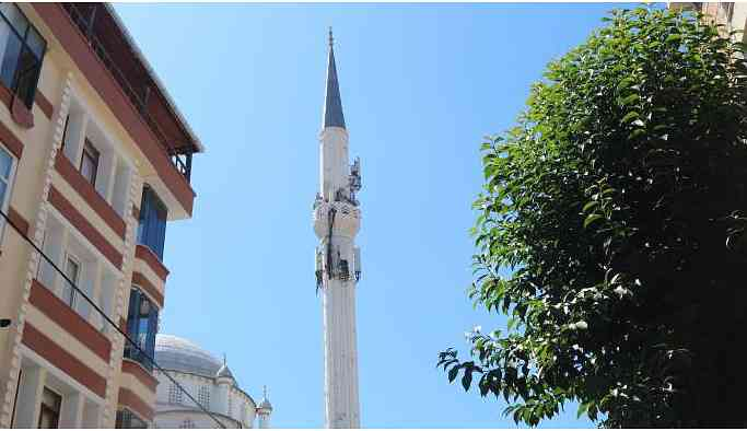 Cami minaresini baz istasyonuna dönüştürdüler