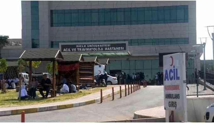 Dicle'de zırhlı araç devrildi: 1 polis yaşamını yitirdi, 5 yaralı