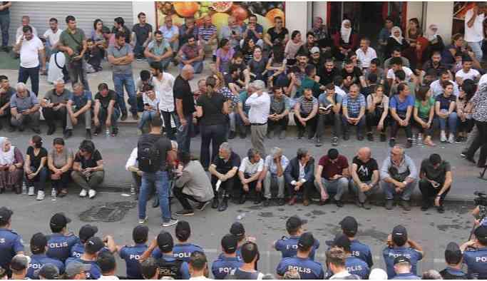 HDP'li vekiller: Canımız pahasına alanlarda olacağız