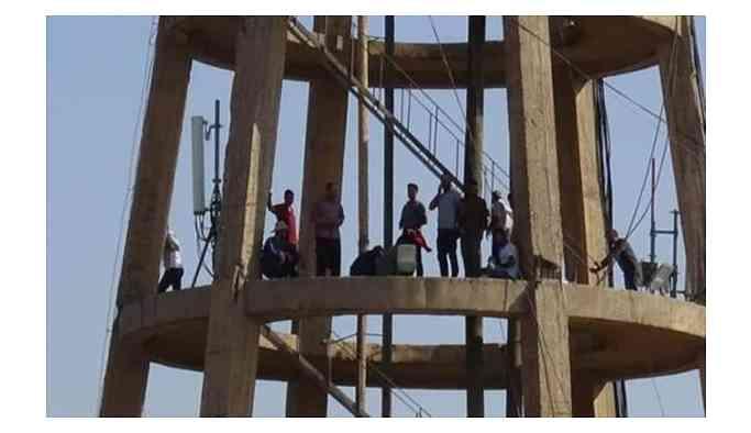 İşçilerden toplu intihar girişimi