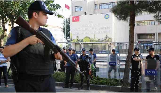 Kayyum operasyonu sürüyor: 2 Eşbaşkan 1 Meclis Üyesi Gözaltına Alındı