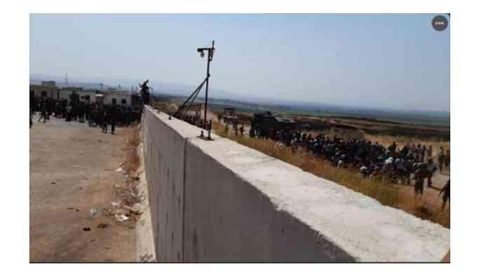 Sınırda Türkiye'yi protesto ettiler